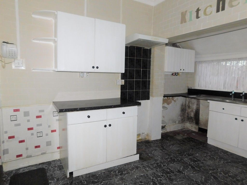 4 bed house for sale in Burrows Road, Skewen, Neath 6