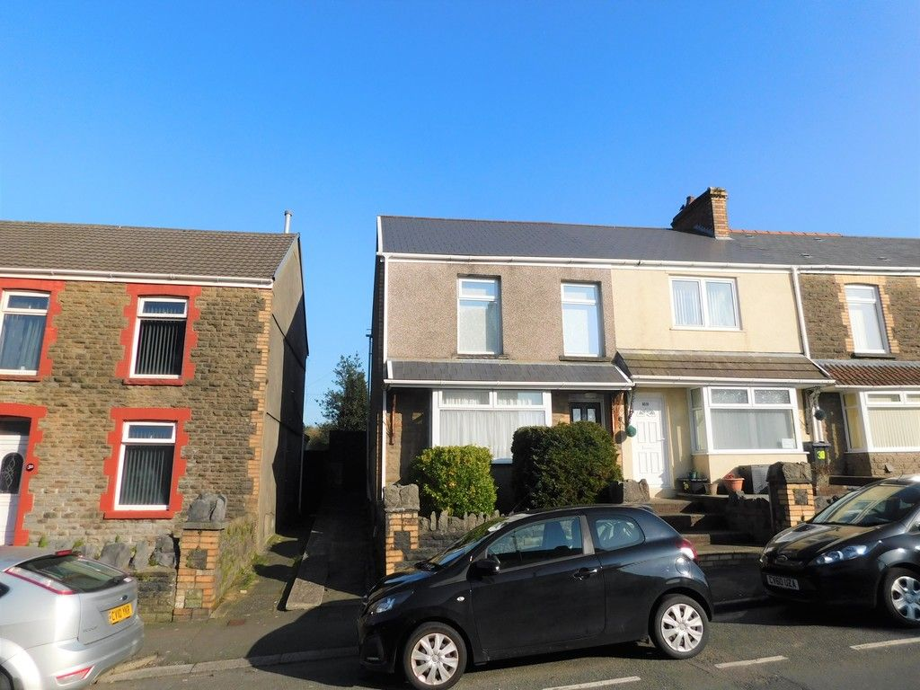 3 bed house for sale in Winifred Road, Neath