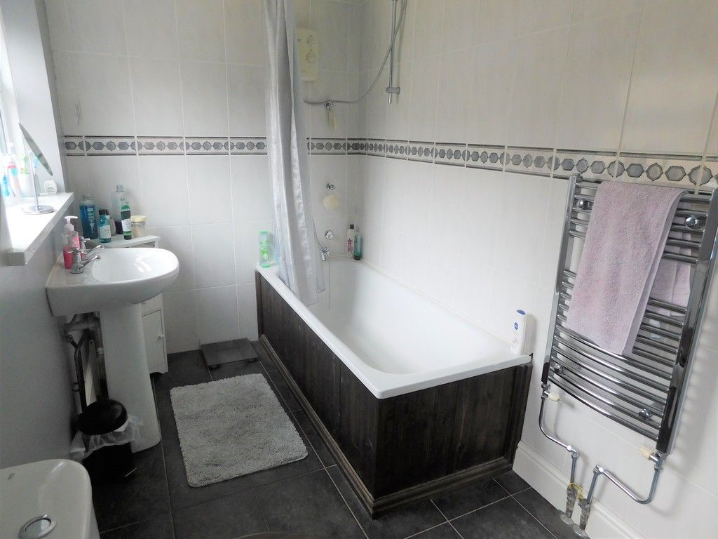 4 bed house for sale in Forest View, Neath 14