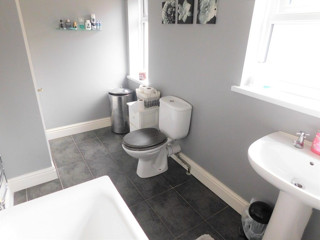 4 bed house for sale in Forest View, Neath 15