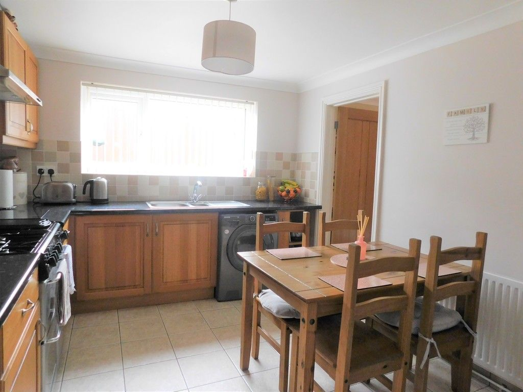 4 bed house for sale in Forest View, Neath 5