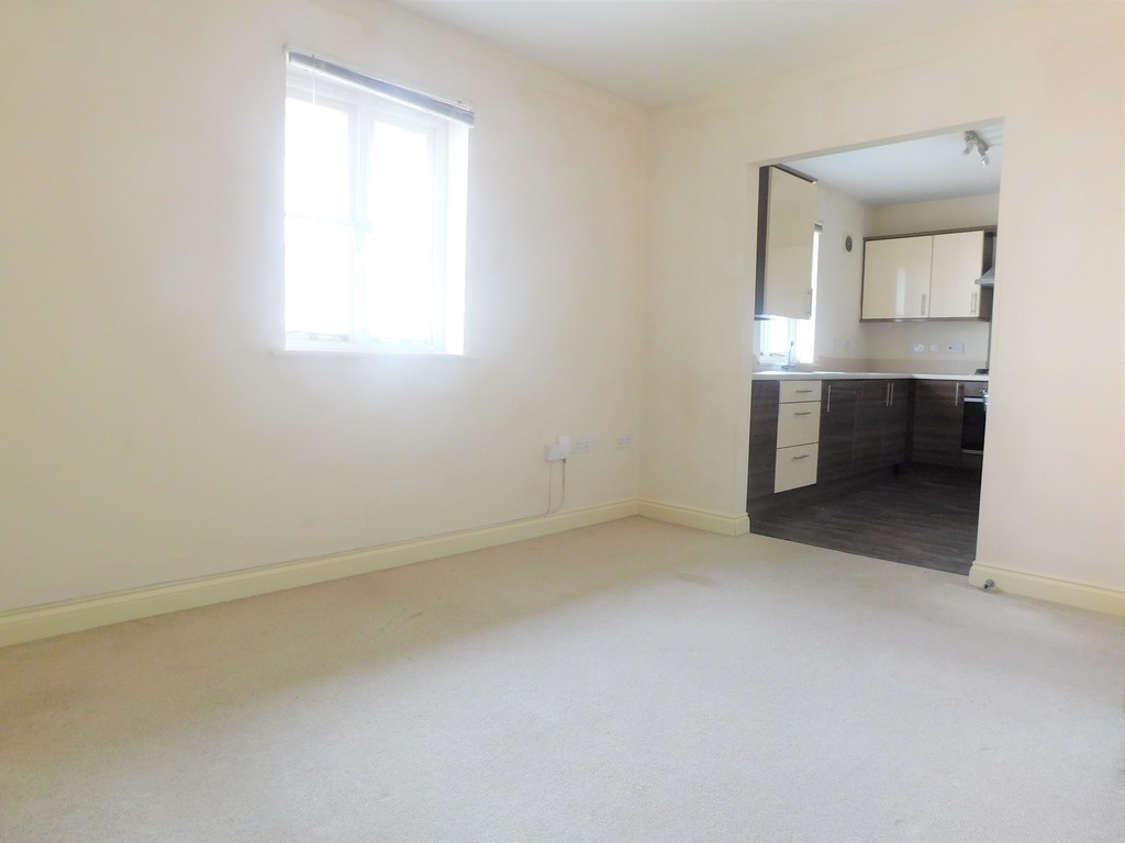 1 bed flat for sale in Crown Way, Llandarcy 3