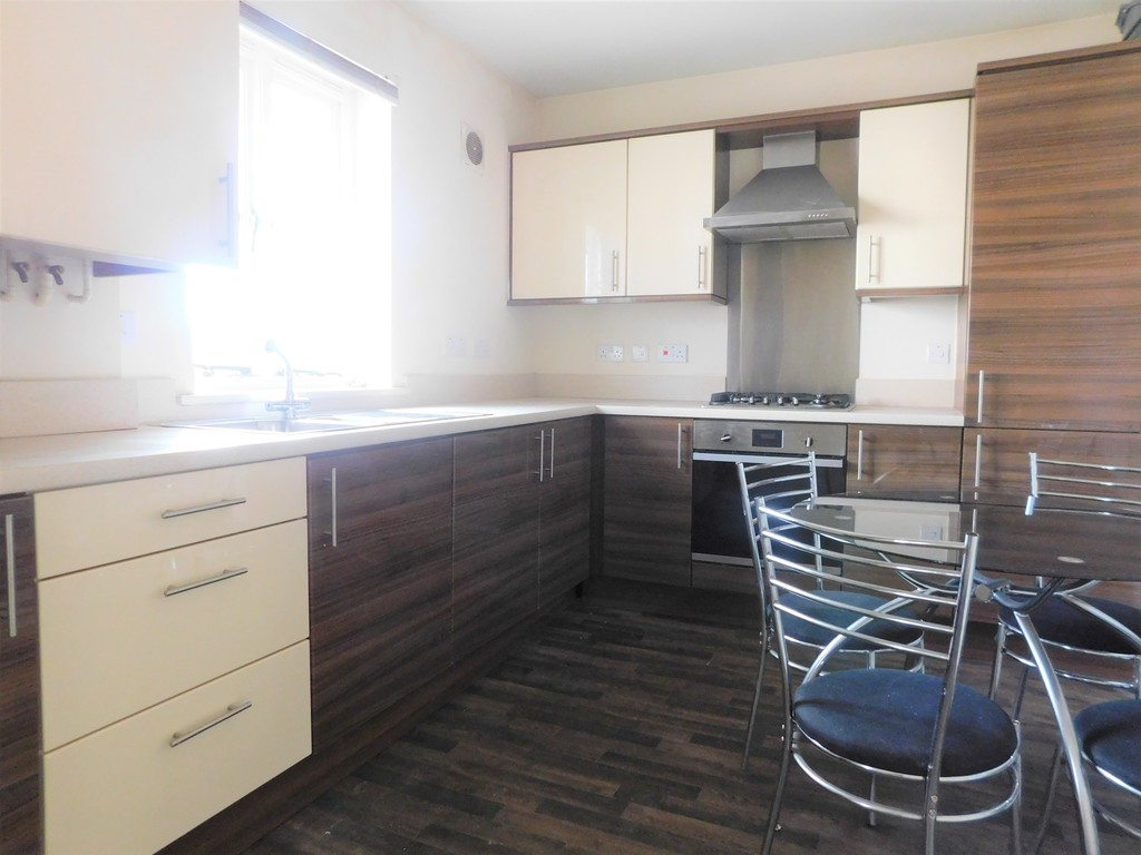 1 bed flat for sale in Crown Way, Llandarcy 4