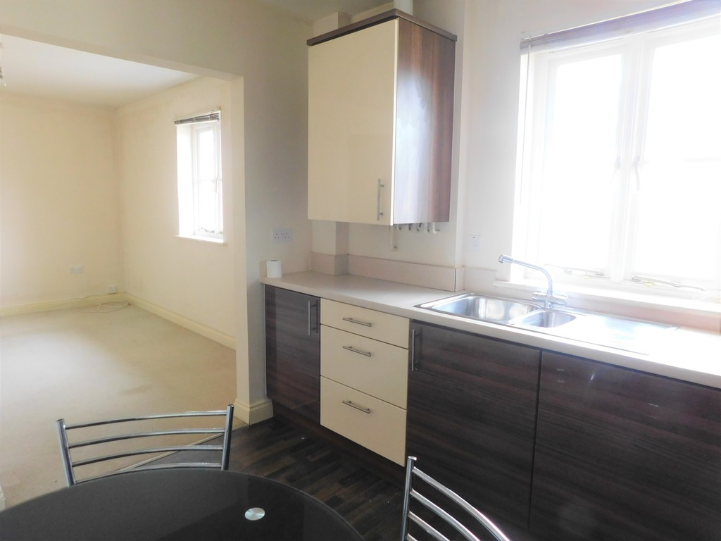 1 bed flat for sale in Crown Way, Llandarcy 5