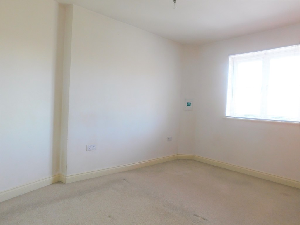 1 bed flat for sale in Crown Way, Llandarcy  - Property Image 7