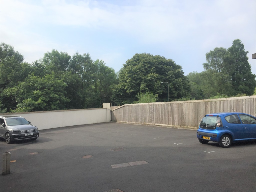 1 bed flat for sale in Crown Way, Llandarcy  - Property Image 10