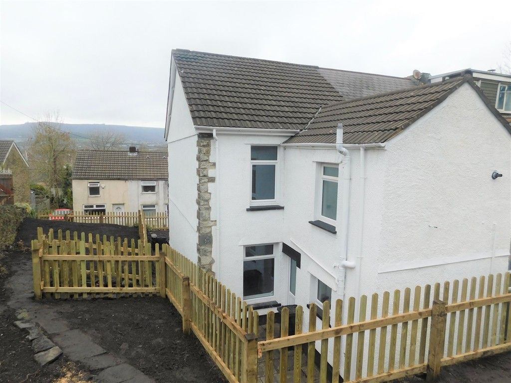 3 bed house for sale in Old Road, Neath 2