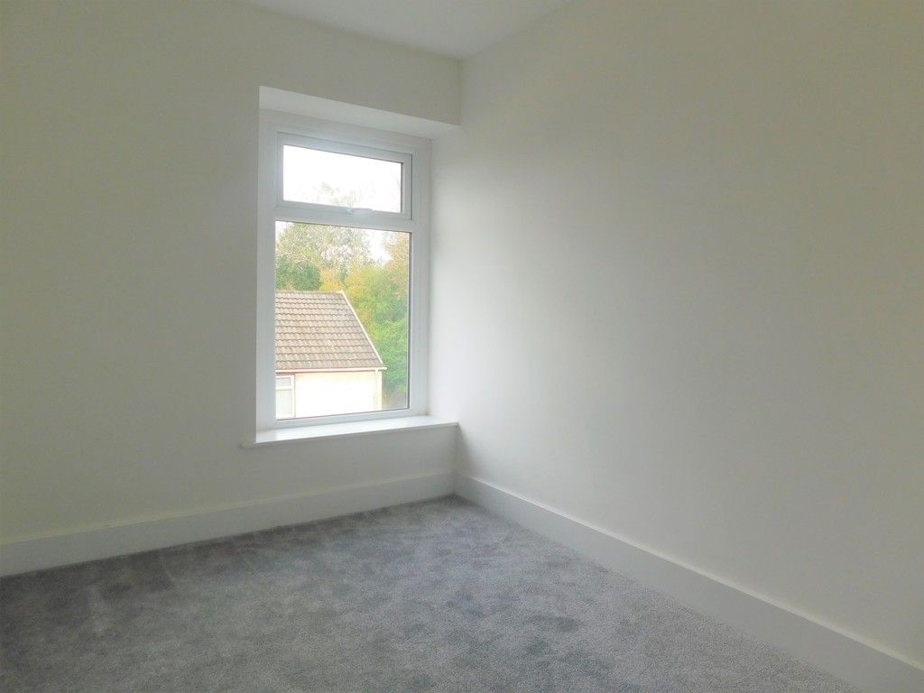 3 bed house for sale in Old Road, Neath  - Property Image 13