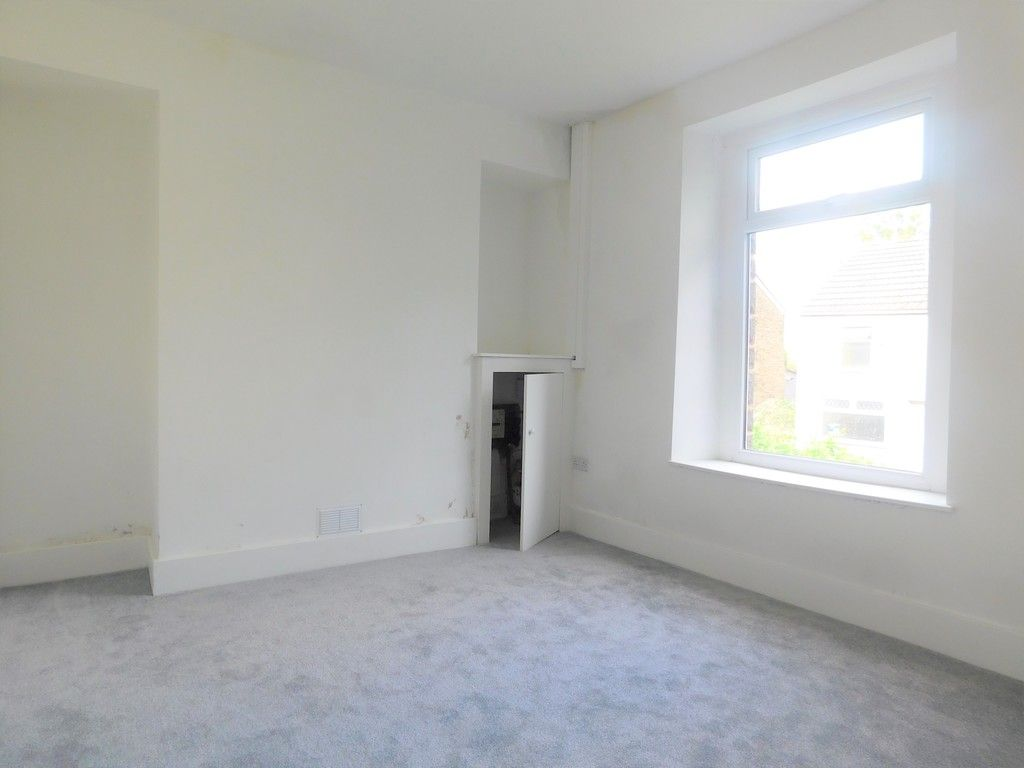 3 bed house for sale in Old Road, Neath 4