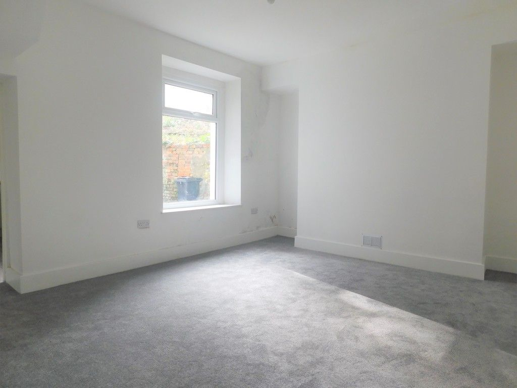 3 bed house for sale in Old Road, Neath 5