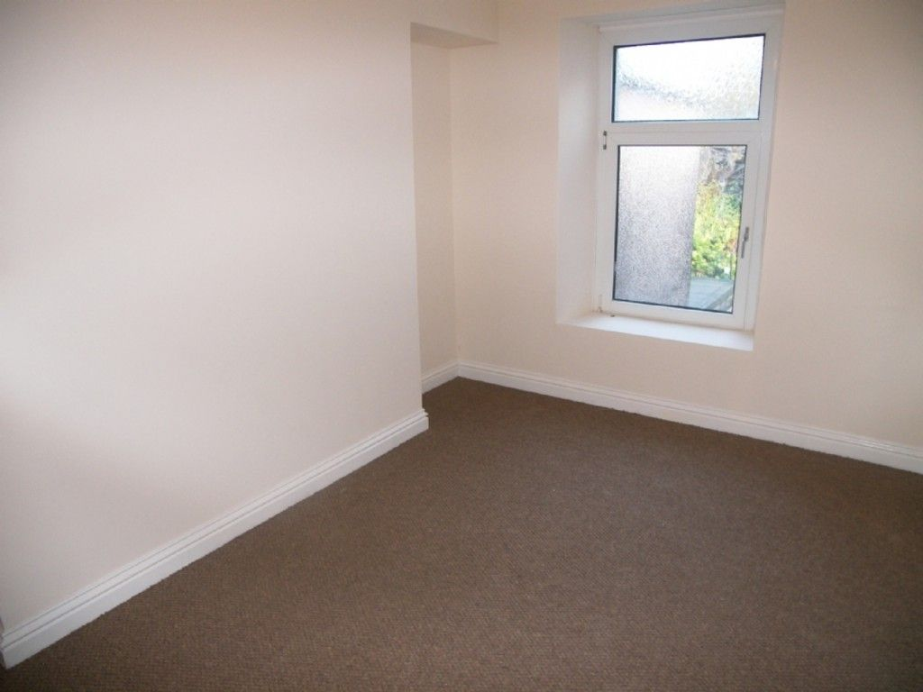3 bed house for sale in Burrows Road, Neath 6