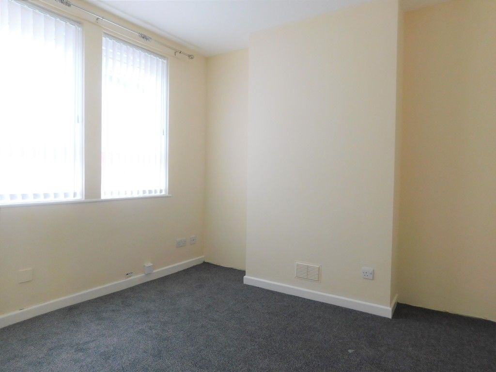1 bed flat to rent in Pentre Street, Neath 2