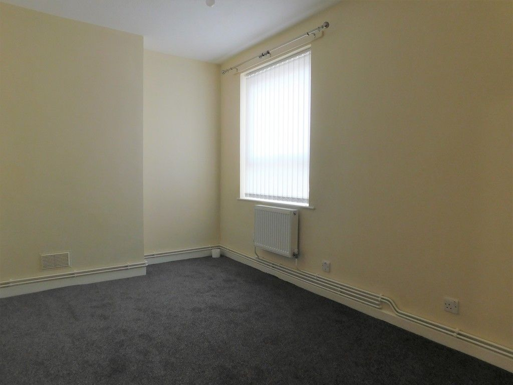 1 bed flat to rent in Pentre Street, Neath 5
