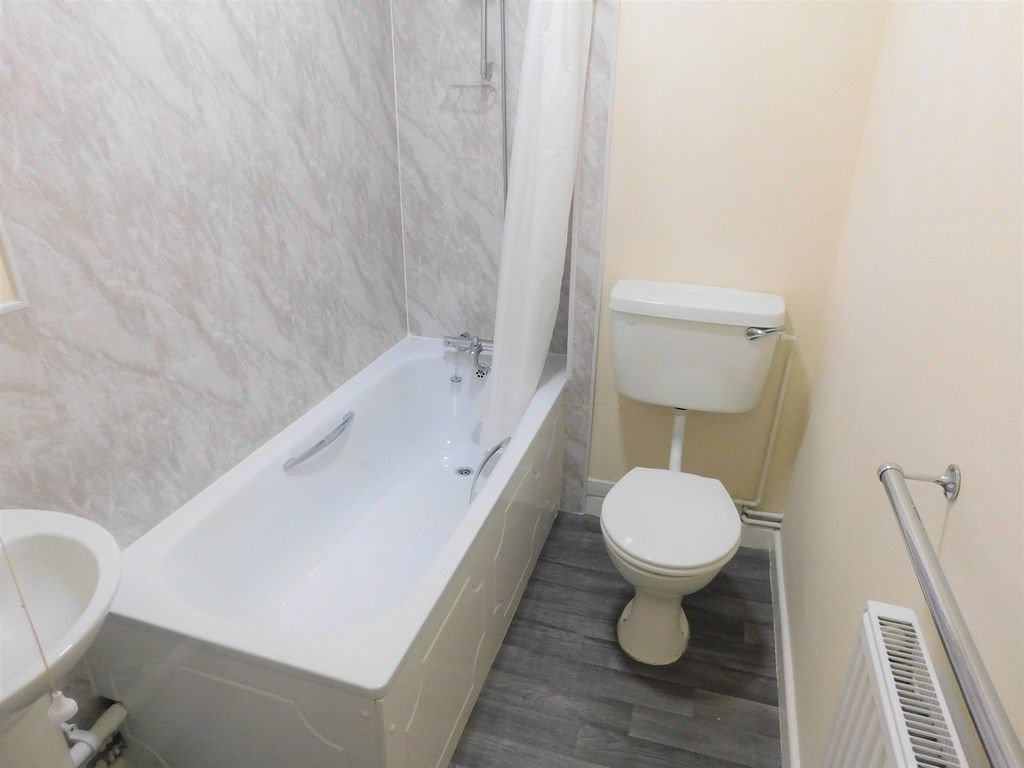 1 bed flat to rent in Pentre Street, Neath 6