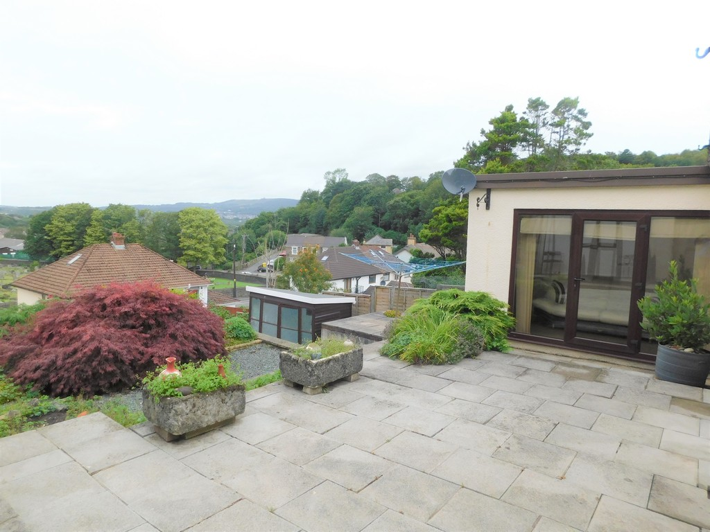 3 bed bungalow for sale in Manor Way, Neath 16
