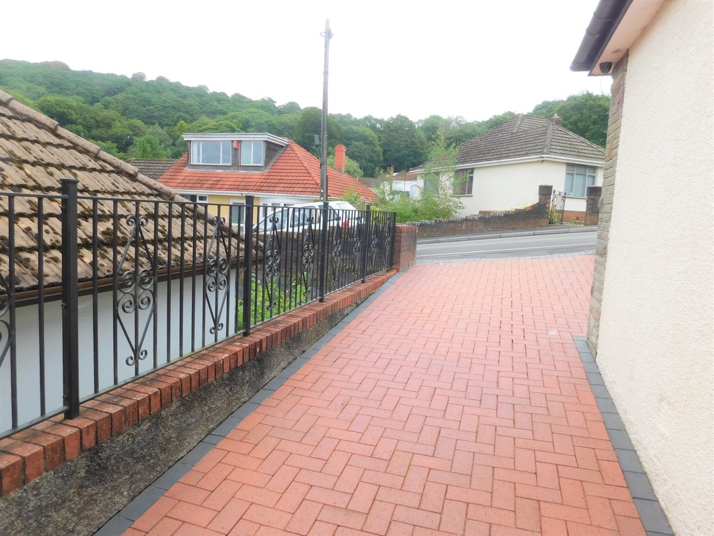 3 bed bungalow for sale in Manor Way, Neath 21
