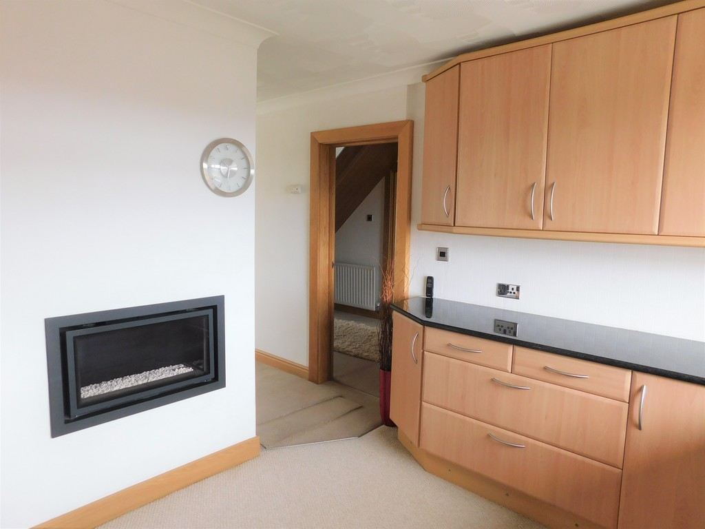 3 bed bungalow for sale in Manor Way, Neath 5
