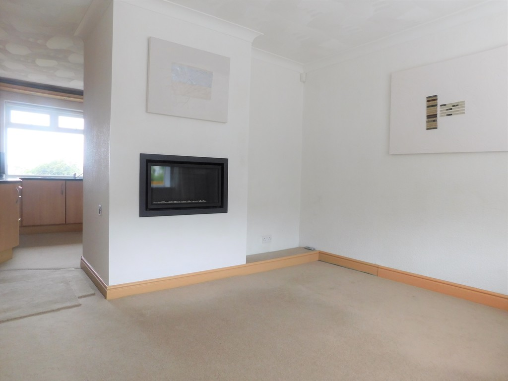 3 bed bungalow for sale in Manor Way, Neath 6