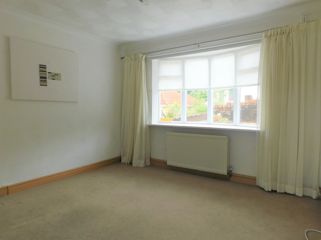 3 bed bungalow for sale in Manor Way, Neath 7