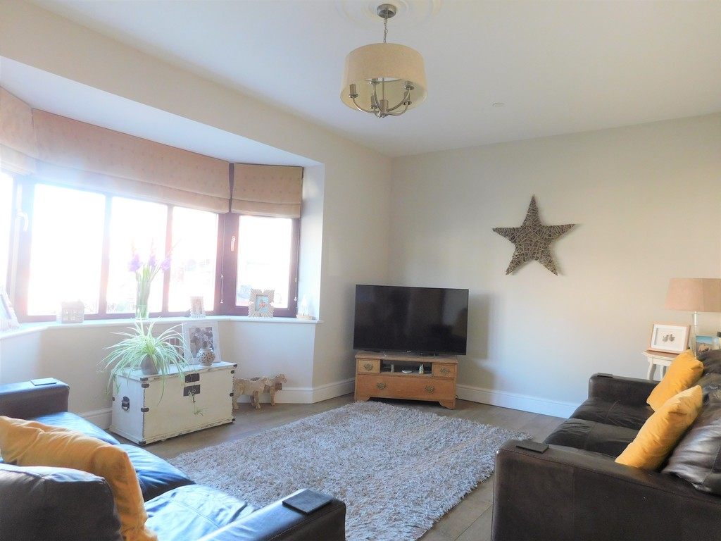 3 bed house for sale in Woodland Road, Neath 2
