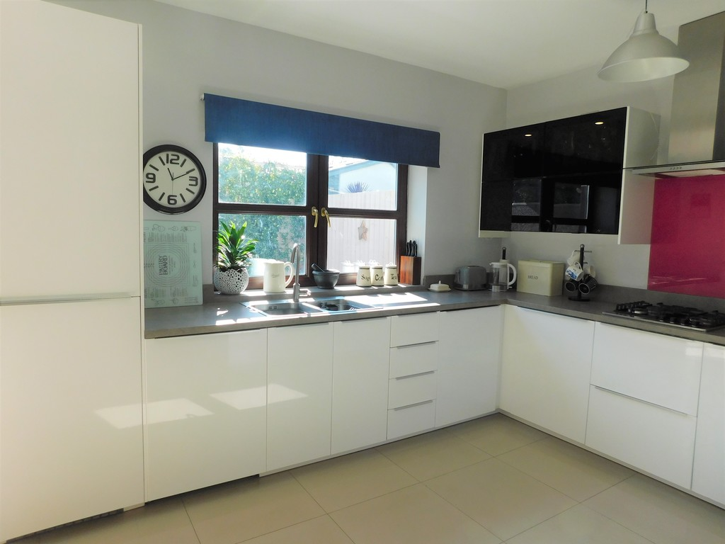 3 bed house for sale in Woodland Road, Neath 5