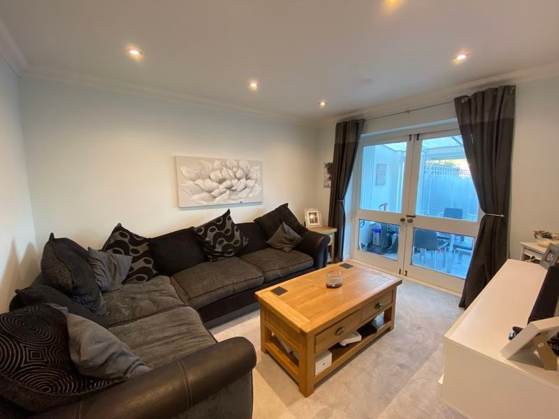 2 bed bungalow to rent in Woodhurst Close  - Property Image 1