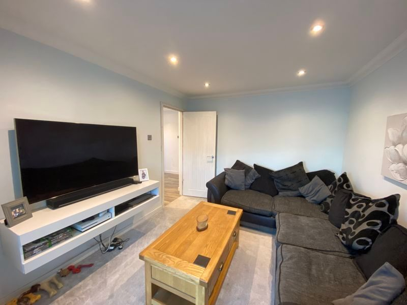 2 bed bungalow to rent in Woodhurst Close  - Property Image 2