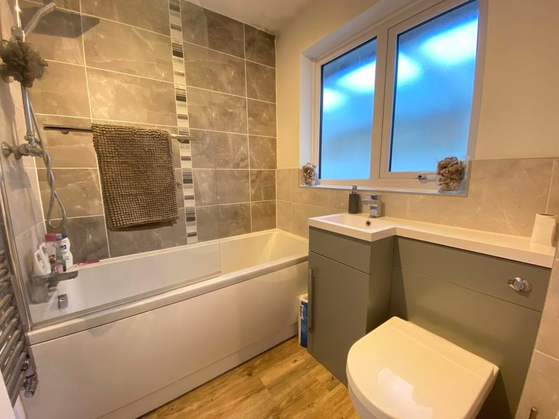 2 bed bungalow to rent in Woodhurst Close  - Property Image 3