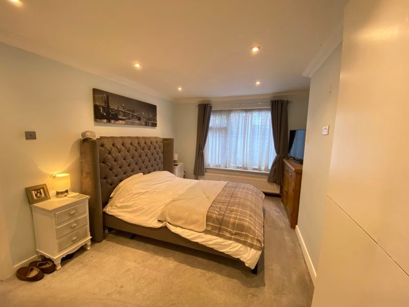 2 bed bungalow to rent in Woodhurst Close  - Property Image 4