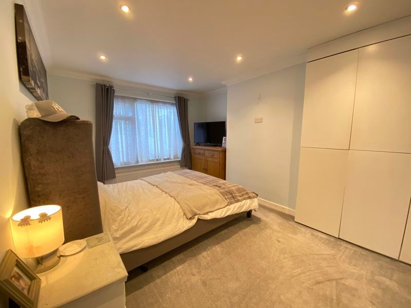 2 bed bungalow to rent in Woodhurst Close  - Property Image 5