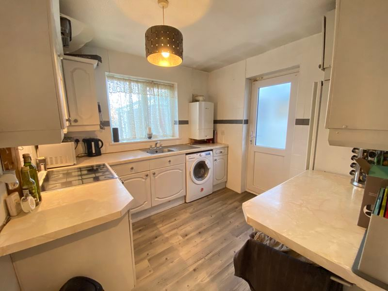 2 bed bungalow to rent in Woodhurst Close  - Property Image 6