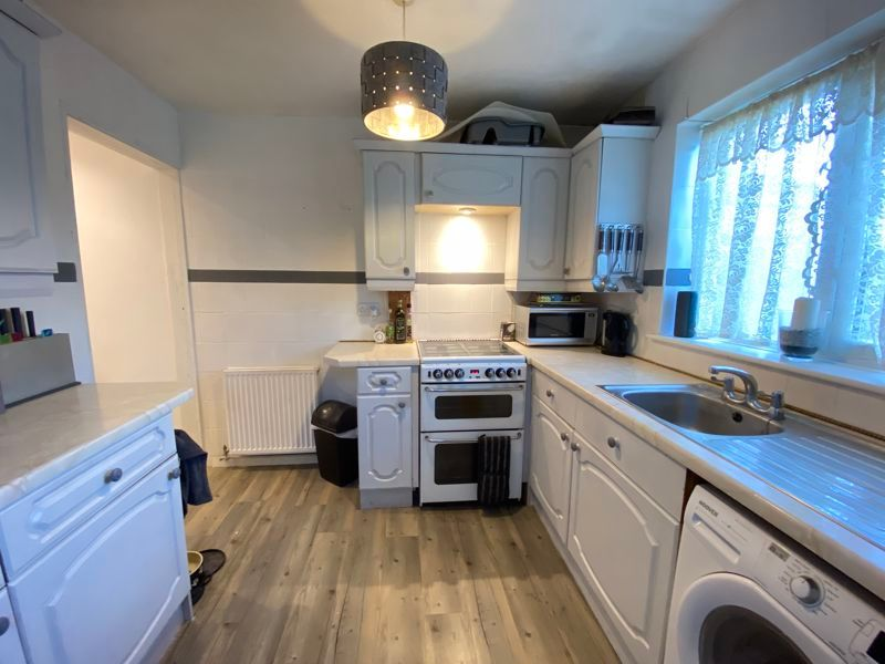 2 bed bungalow to rent in Woodhurst Close  - Property Image 7