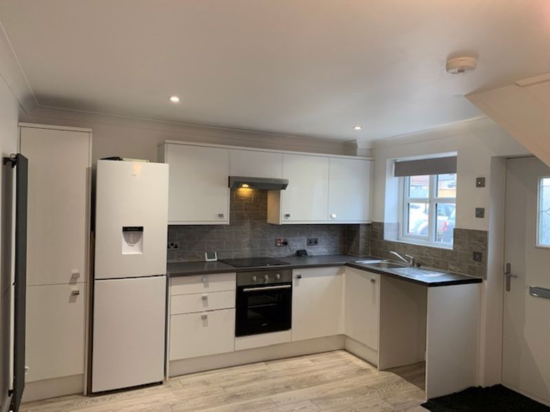 2 bed house to rent in Solomon Road 1