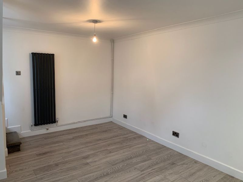 2 bed house to rent in Solomon Road 2