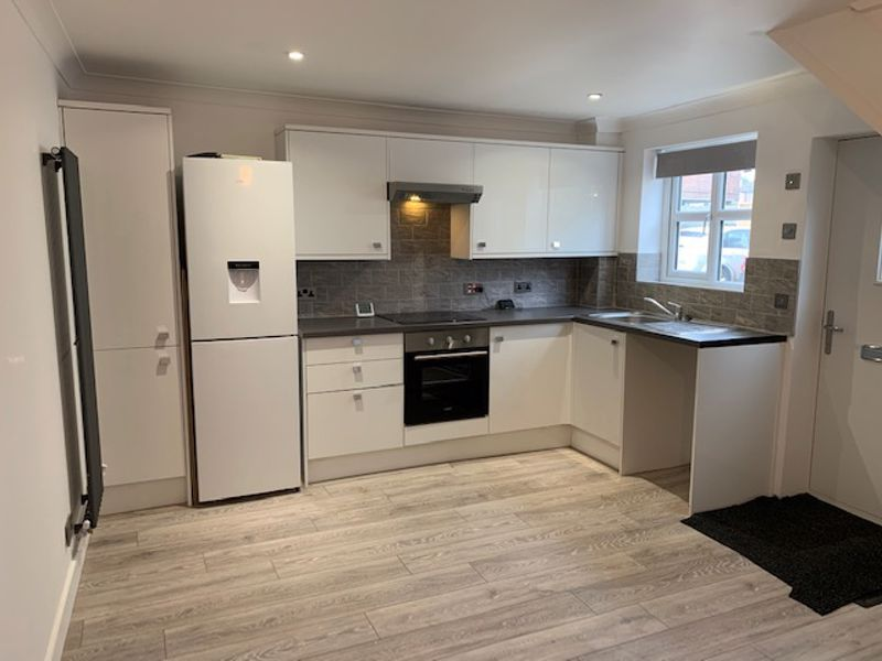 2 bed house to rent in Solomon Road 3