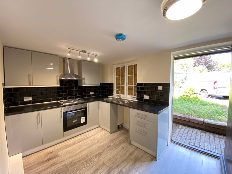 2 bed  to rent in High Street