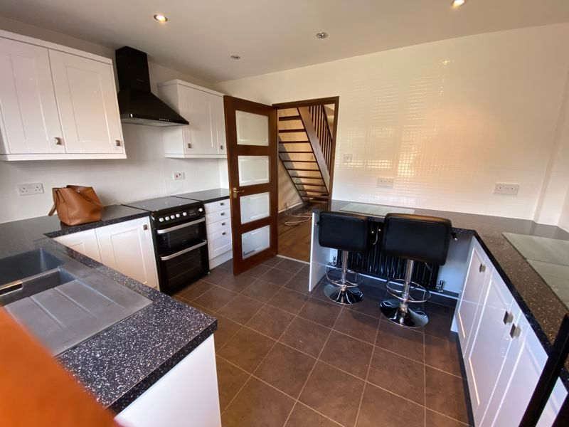 2 bed house to rent in Westbrooke Close