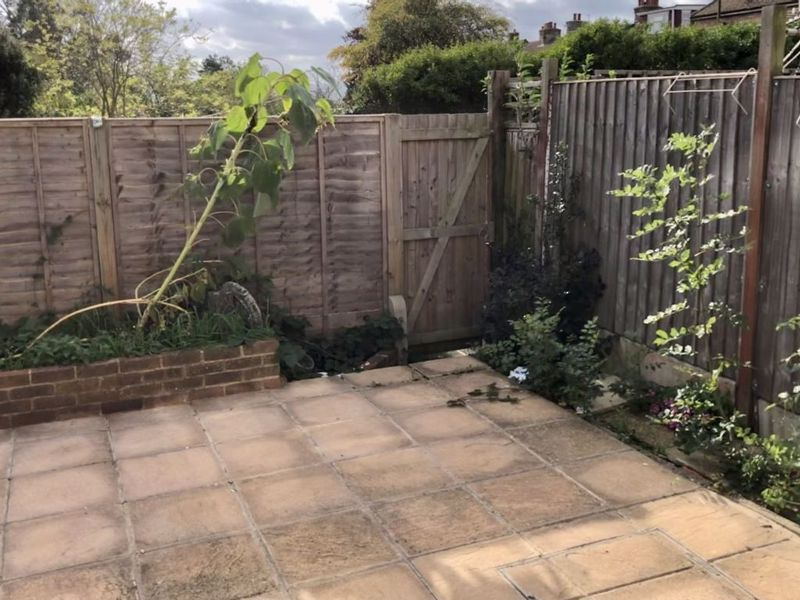 3 bed house for sale in Kingsnorth Close 3