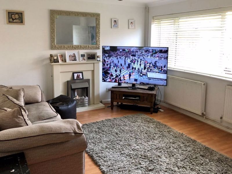 3 bed house for sale in Kingsnorth Close  - Property Image 4