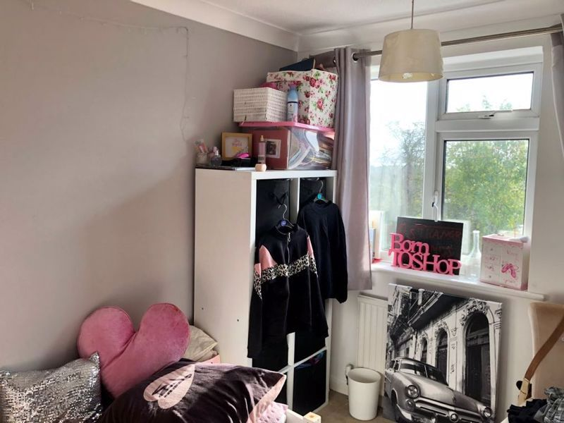 3 bed house for sale in Kingsnorth Close 8