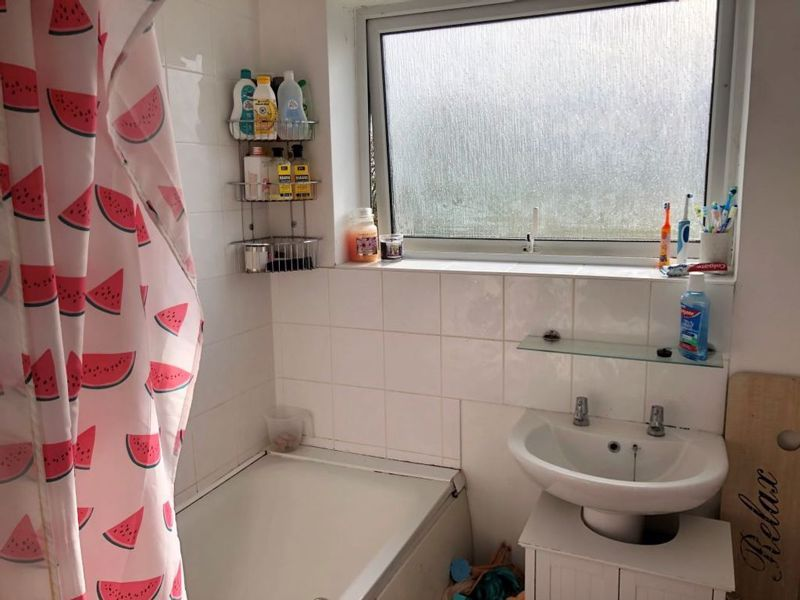 3 bed house for sale in Kingsnorth Close 9