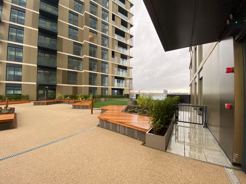 1 bed flat for sale in Pier Approach Road 15