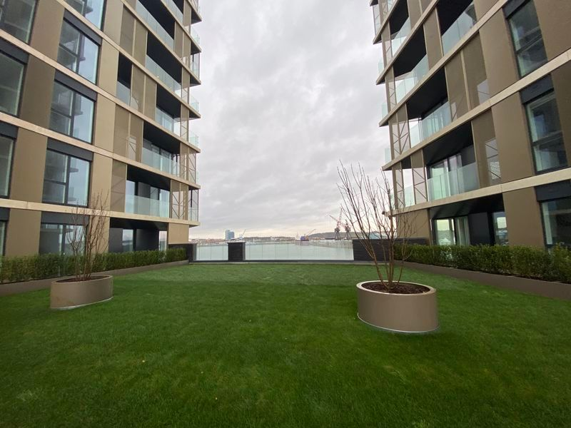 1 bed flat for sale in Pier Approach Road 17