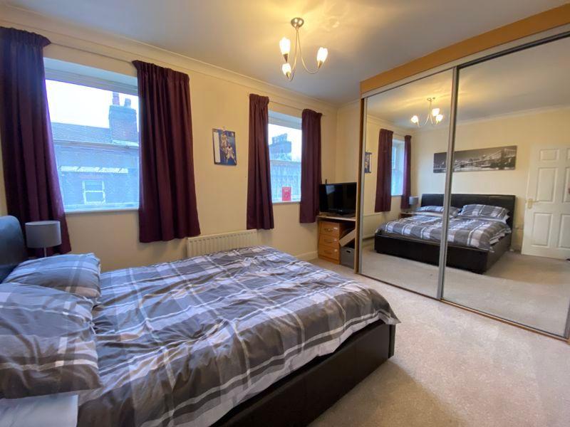 2 bed flat to rent in Garden Street