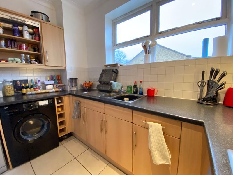 2 bed flat to rent in Garden Street  - Property Image 5