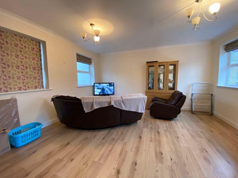 2 bed flat to rent in Garden Street 6
