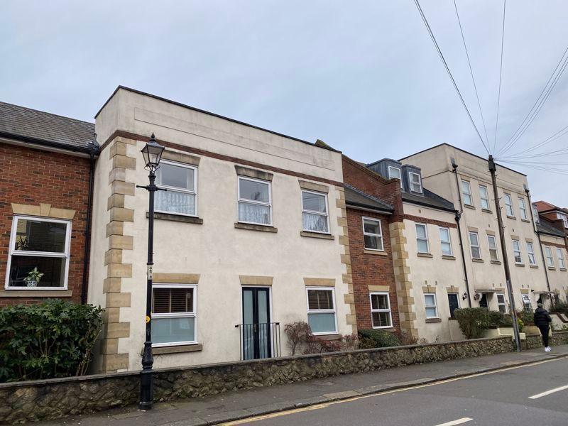 2 bed flat to rent in Garden Street 9