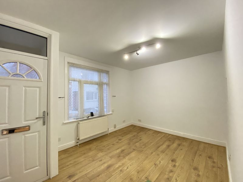 3 bed house to rent in Gordon Road  - Property Image 2