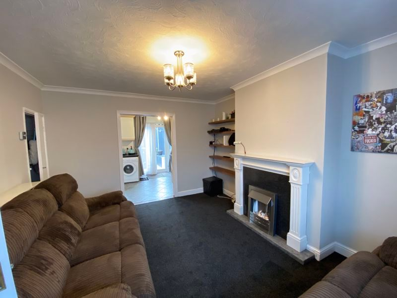 2 bed house for sale in Street End Road