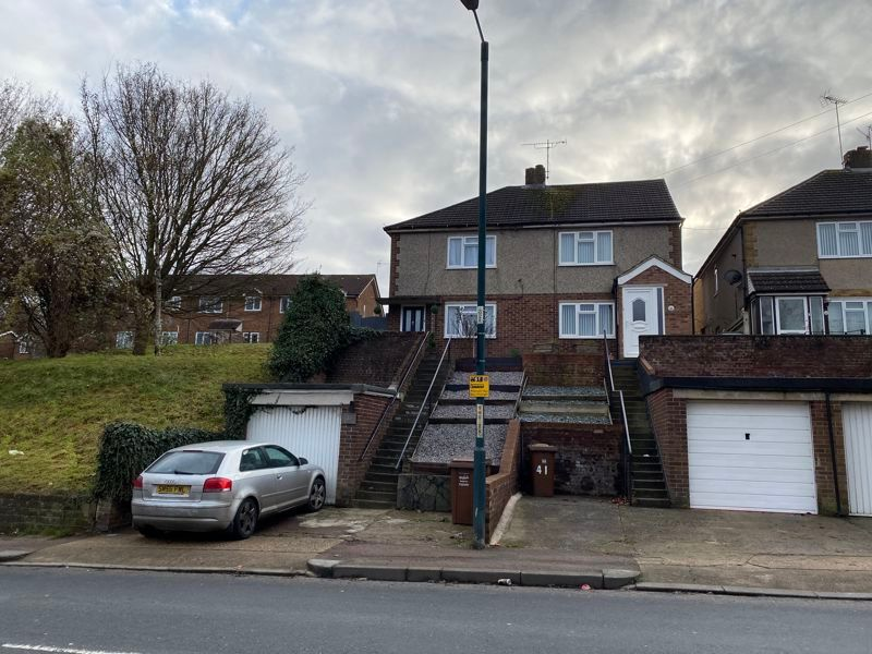 2 bed house for sale in Street End Road 12